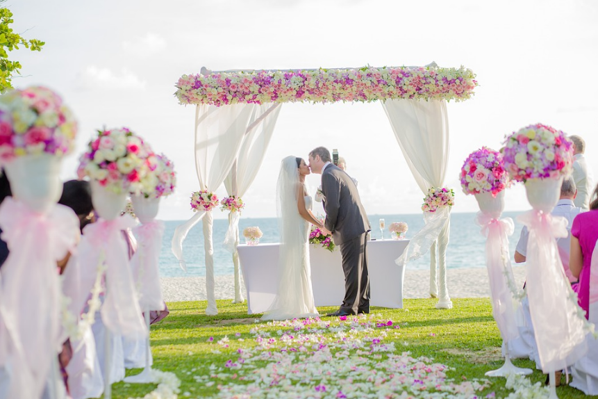 Planifier un mariage prestigieux sur une plage paradisiaque
